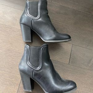 Call it Spring size 10 black boots